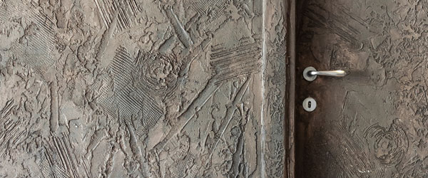Resine sberna tecnica materica resine per pavimenti for Parete effetto cemento